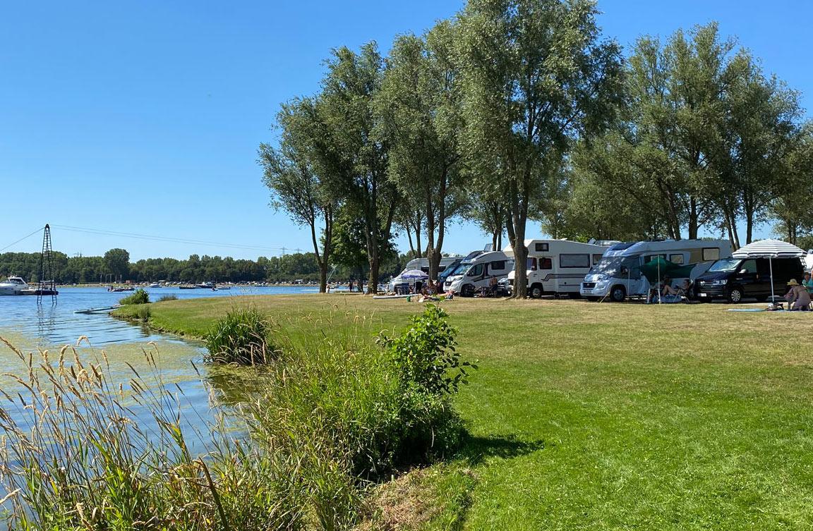 CamperArea_Roermond-AreaX_camperplaatsen-aan-het-water-in-roermond-originele-kleura